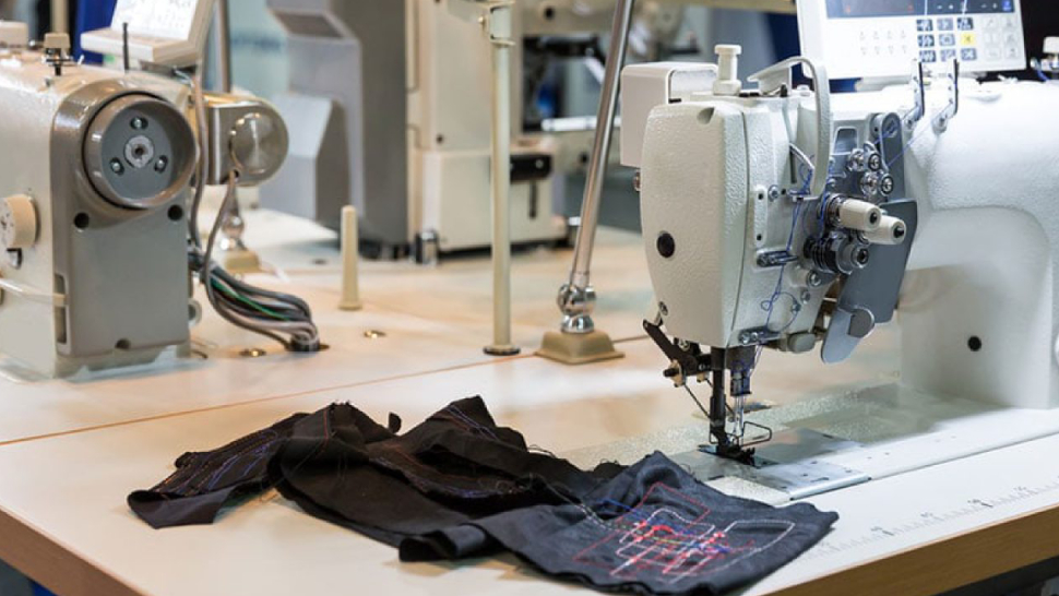 Image showing a sewing machine with nobody in a cloth industry.